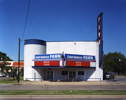 <em>Avenue Theater, Dallas, Texas,</em> 2006. Alec Soth/Magnum Photos.
