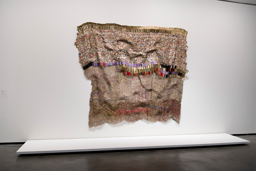 El Anatsui. Textile Name. Bottle tops and sweetie wrappers. Galerías Making Africa.