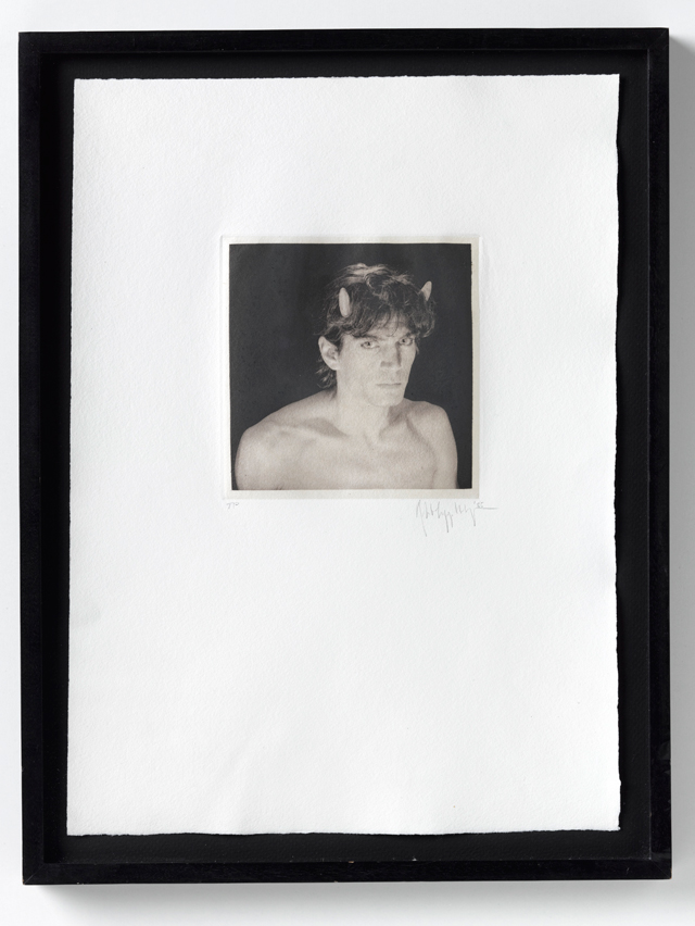 Robert Mapplethorpe. Self Portrait, 1986. Vintage print, 30.5 x 21.6 cm. Courtesy Galerie Thaddeus Ropac, Paris/Salzburg. © Robert Mapplethorpe Foundation. Used by permission.