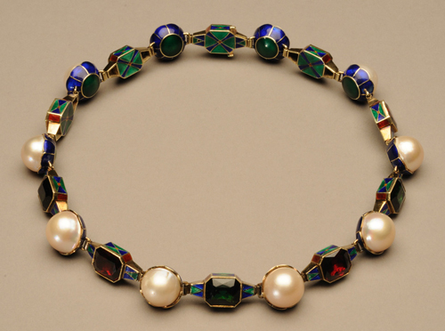Marie Zimmermann. Necklace. Gold, enamel, pearls, green tourmalines and red garnets, 17 in (43.2 cm). The Metropolitan Museum of Art, New York, Purchase, Barrie A. and Deedee Wigmore Foundation Gift, 2011 (2011.18). Photograph: David Cole © American Decorative Art 1900 Foundation. Used by permission.
