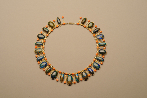 Marie Zimmermann. Necklace. Gold, shattuckite and coral, 17 in (43.2 cm). The Metropolitan Museum of Art, New York, Gift of Jacqueline Loewe Fowler, 2011 (2011.10.1). Photo: David Cole © American Decorative Art 1900 Foundation. Used by permission.
