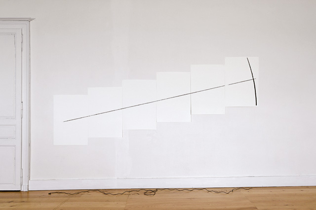 Anthony McCall. Five Minute Drawing, 1974/2007. Musée de Rochechouart, 2007.