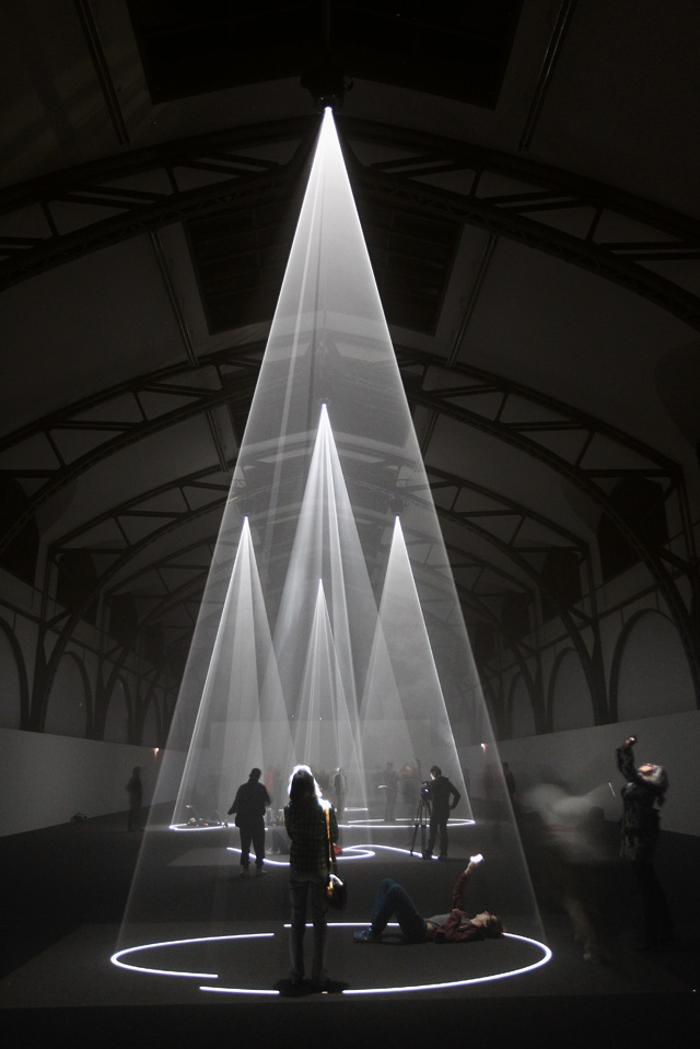 Anthony McCall, Five Minutes of Pure Sculpture, 2012, Installation view, Nationalgalerie im Hamburger Bahnhof, Berlin.