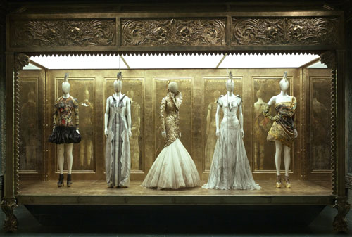 Alexander McQueen. Gallery View – Romantic Gothic. Courtesy of The Metropolitan Museum of Art.