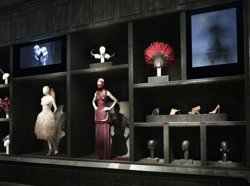 Alexander McQueen. Gallery View – Cabinet of Curiosities. Courtesy of The Metropolitan Museum of Art.