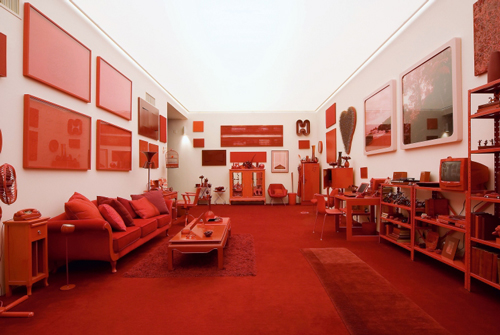 Cildo Meireles. <em>Red Shift: 1 Impregnation</em>, 1967–84. White room and red objects, 300 x 1000 x 500 cm. © Cildo Meireles