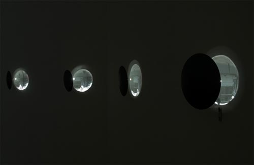 Oscar Mu&ntilde;oz. <em>Eclipse</em>, 2000. Seven concave mirrors, 20 cm each. Installed at Rivington Place. Photograph &copy; Thierry Bal, 2008