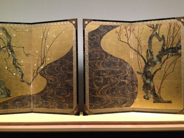 Ogata Kōrin. Red and white plum blossoms, Edo period, 18th century. Screen panel, ink and colour on gold leaf on paper.