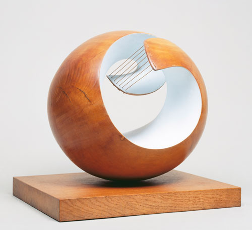 Dame Barbara Hepworth. <em>Pelagos</em>, 1946. Part painted wood and strings, 43 x 46 x 38.5 cm. London, Tate National. Photo copyright Tate, London 2010. Copyright Bowness, Hepworth Estate.