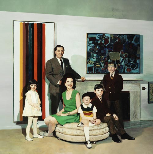 Malcolm Morley. <em>Family Portrait</em></a>, 1968. Acrylic and oil on canvas, 172.7 x 172.7 cm. © Malcolm Morley 2007