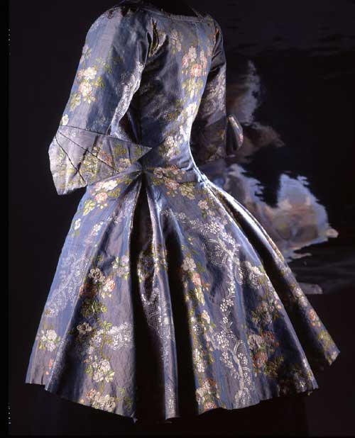Camisole, end of the 18th century. Blue changeable silk taffeta, brocaded. 
