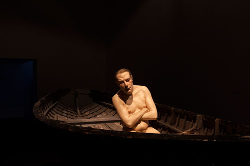 Ron Mueck. Man in a Boat, 2002. Mixed media, 159 x 138 x 425.5 cm. Anthony d'Offay, London. Photograph: Isabella Matheus.