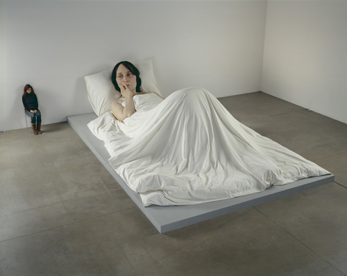 Ron Mueck. <em>In Bed</em>, 2005. Mixed media. 162 x 650 x 395cm © Ron Mueck, courtesy Anthony d