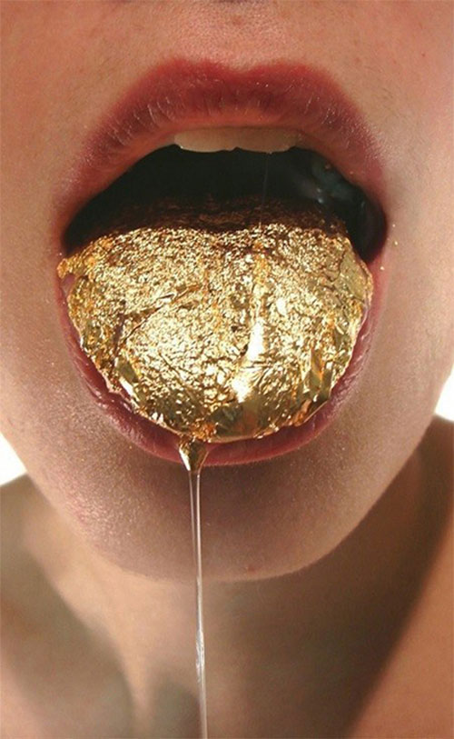 Lauren Kalman: Tongue Gilding, 2009. Digital video, 12 minutes. Courtesy of the artist and Sienna Patti. Photograph: Courtesy Sienna Patti.