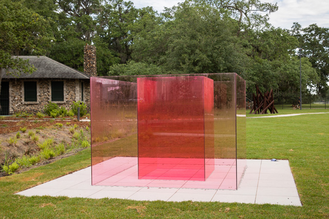 Larry Bell, Pacific Red VI, 2016-17. New Orleans Museum of Arts Sydney and Walda Besthoff Sculpture Garden, installation view. Photo: Richard Sexton.