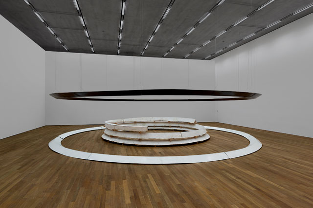Bruce Nauman. Model for Trench and Four Buried Passages, 1977. Plaster, fibreglass and wire, 65 × 360 in (165.1 × 914.4 cm) dia outer circle; 192 in (487.7 cm) dia inner circle. Glenstone Museum, Potomac, Maryland. © 2018 Bruce Nauman/Artists Rights Society (ARS), New York.