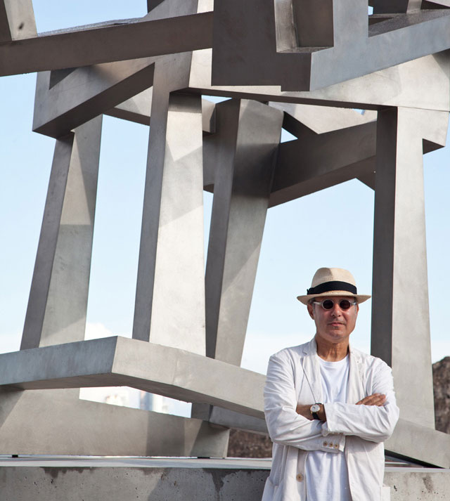 Jedd Novatt with Chaos SAS, 2013. Stainless steel, 440 x 420 x 265 cm. Permanent installation at Pérez Art Museum, Miami.