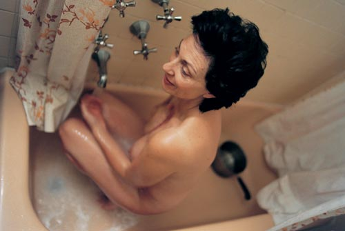 Elinor Carucci. <em>Mom takes a bath, 2001. </em>Photograph &copy; Elinor Carucci Courtesy Edwynn Houk Gallery, New York