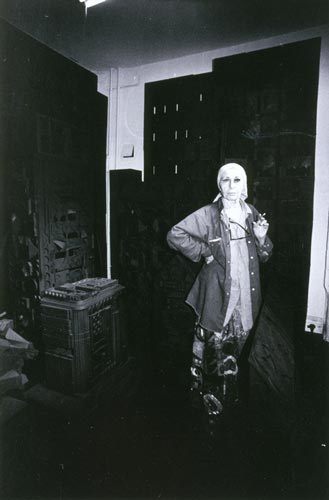 Louise Nevelson in the living room of her Spring Street home, New York, 1979. Photograph by Diana MacKown.