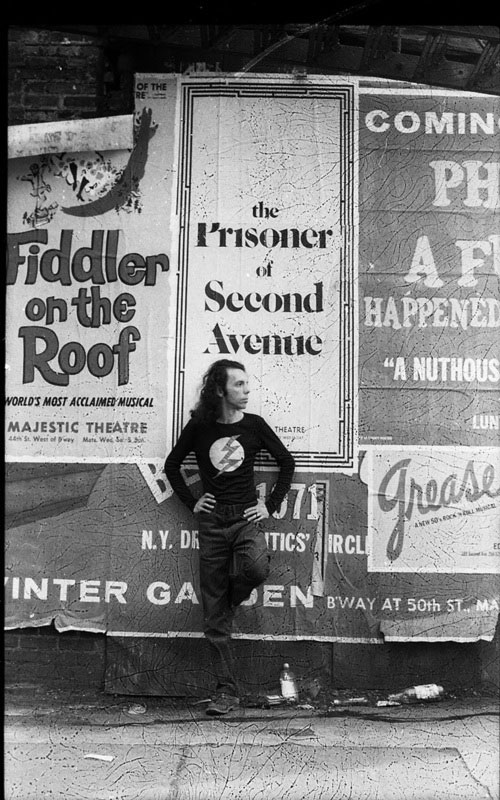 Hélio Oiticica in front of a poster for Neil Simon's play  The Prisoner of Second Avenue, in Midtown Manhattan, 1972. © César and Claudio Oiticica.