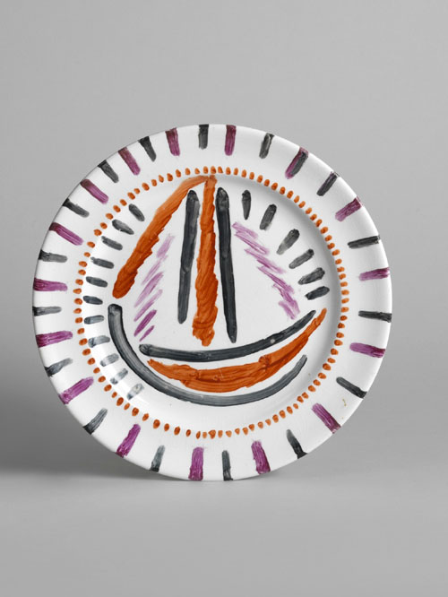 Omega Workshops (attributed to Duncan Grant). Plate painted with a sailboat, 1913. Commercial plate painted over the glaze, 25 cm diameter. The Courtauld Gallery, London.