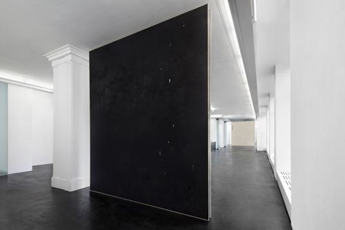 David Ostrowski. Emotional Paintings, installation view, Peres Projects, Berlin, 2 May – 21 June 2014. © David Ostrowski. Photograph: Hans-Georg Gaul. Courtesy of the Artist and Peres Projects, Berlin.