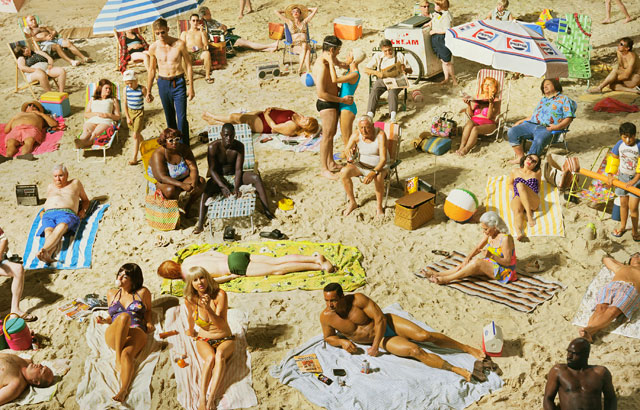 Alex Prager. Crowd #3 (Pelican Beach), 2013. © Alex Prager Studio and Lehmann Maupin, New York and Hong Kong. Courtesy Alex Prager Studio, Lehmann Maupin, New York and Hong Kong.