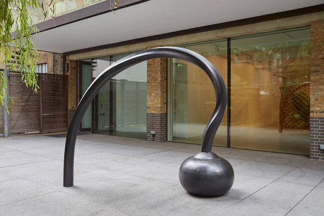Martin Puryear. Question, 2013-2014. Bronze, 222.2 x 272 x 87 cm (87½ x 107 x 34¼ in). Collection of the artist. Photograph: Ron Amstutz. © Martin Puryear, courtesy Matthew Marks Gallery.