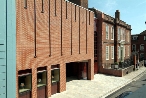 Front of Pallant House Gallery.  Photographer Anne-Katrin Purkiss (2006).