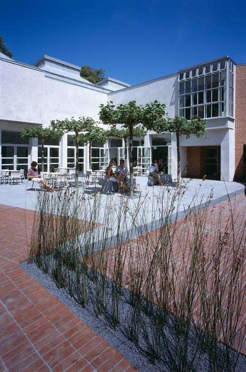 Courtyard image. Photographer - Peter Durant (2006).