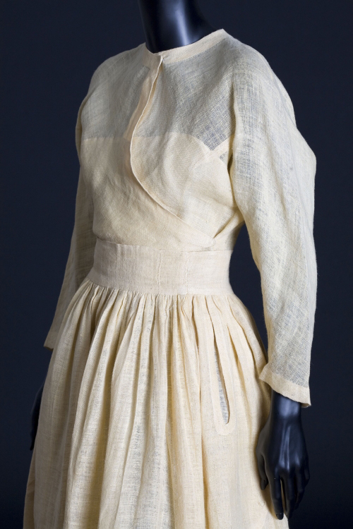 Dress designed by Valentina, 1940. Museum of the City of New York (90.23.3a,b), photograph by John Halpern