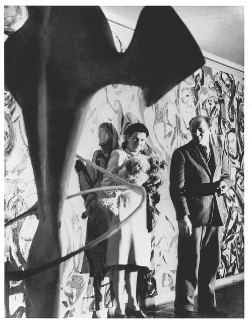 Peggy Guggenheim and Jackson Pollock in front of the Mural, 1943. © Photograph: George Kargar