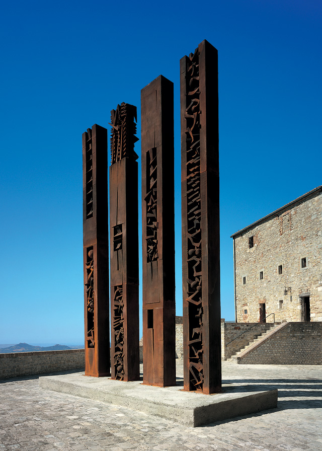 Arnaldo Pomodoro. Stele, I, II, III, IV, 1997-2000. Fibreglass with iron filings, 700 x 70 x 40 cm each. Exhibition in the Fortress of San Leo, 1997-98. Photograph: Vaclav Sedy.