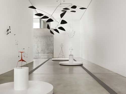Installation view of the Main Gallery, Calder Lightness. Pulitzer Arts Foundation. Artwork © 2015 Calder Foundation/Artists Rights Society (ARS), New York. Photograph © 2015 Alise O'Brien Photography.