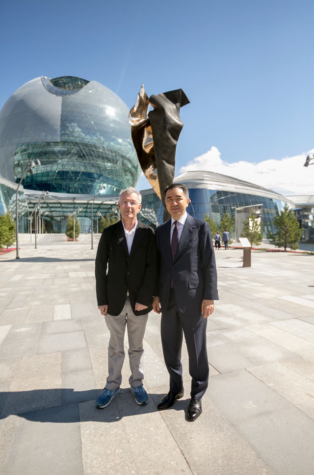 Andrew Rogers with Bakytzhan Sagintayev, The Prime Minister of Kazakhstan, in front of I AM–ENERGY.