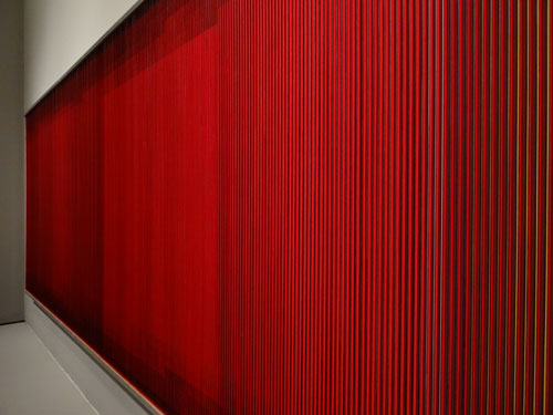 Carlos Cruz-Diez. Physichromie No. 500, 1970. Casein paint on PVC and acrylic on plywood sheets, 183 x 484 x 8 cm. Gallery view. Photograph: Miguel Benavides.