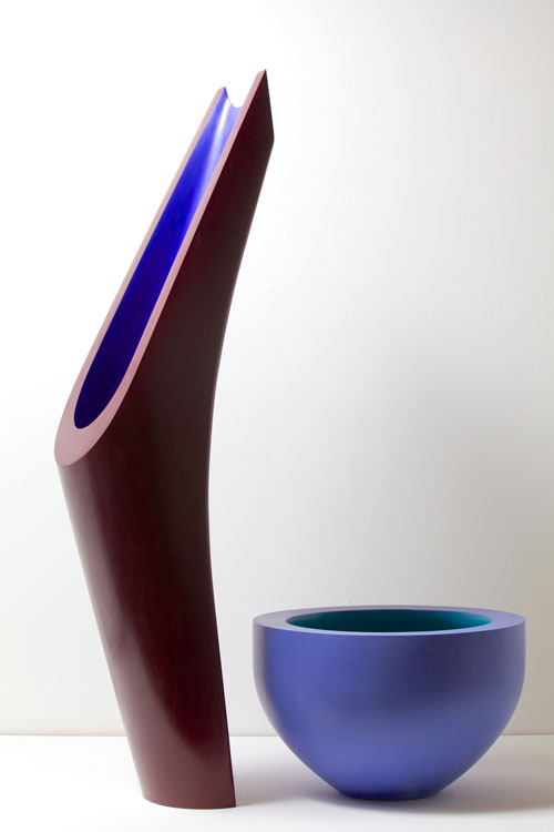 Nicholas Rena. The Harmony of the Year, 2013. Ceramic, painted and polished, bowl 27 cm high, red and blue 110 cm. Photograph: Philip Sayer. Copyright of photograph: Lynne Strover Gallery/Nicholas Rena.