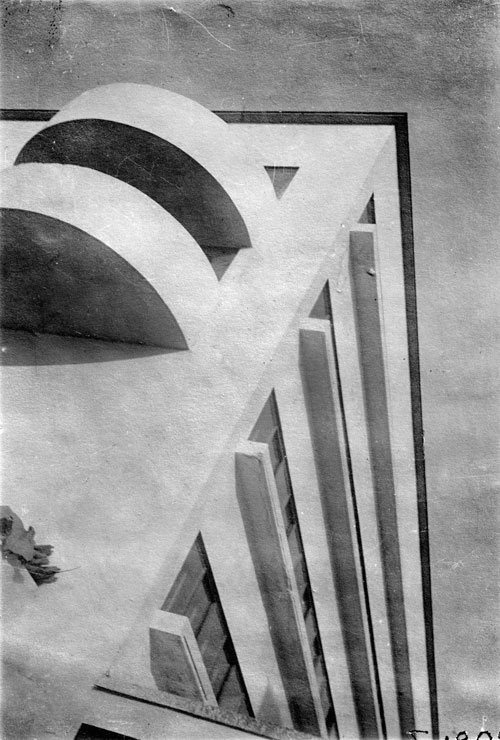 <p>Narkomfin Communal House: corner detail of residential block. M.A. Ilyin, 1931. 11.6 x 8 cm. Department of Photographs, Schusev State Museum of Architecture, Moscow.