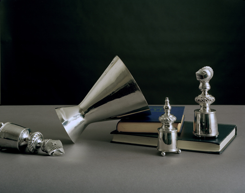 Olivier Richon. <em>Generic still life, with silver</em>, 2008. C-type print, 65 x 75 cm.