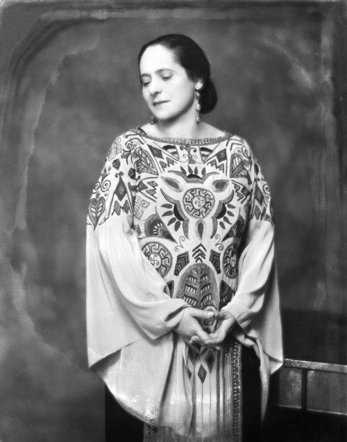 Rubinstein wearing a 1923 Paul Poiret dress, photographed by Nickolas Muray, c. 1924. Courtesy of George Eastman House, International Museum of Photography and Film.  © Nickolas Muray Photo Archives