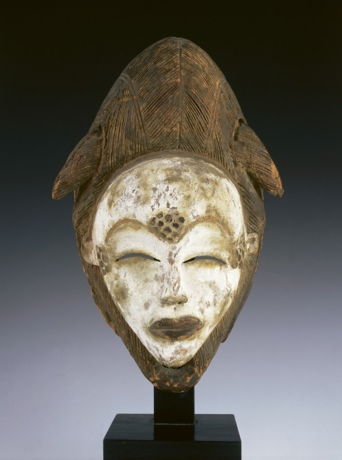 Punu face mask (mukudj). Gabon, date unknown. Wood, kaolin, and pigment. 12 1⁄2 in. (31.8 cm) high. Courtesy of The Kreeger Museum, Washington, DC