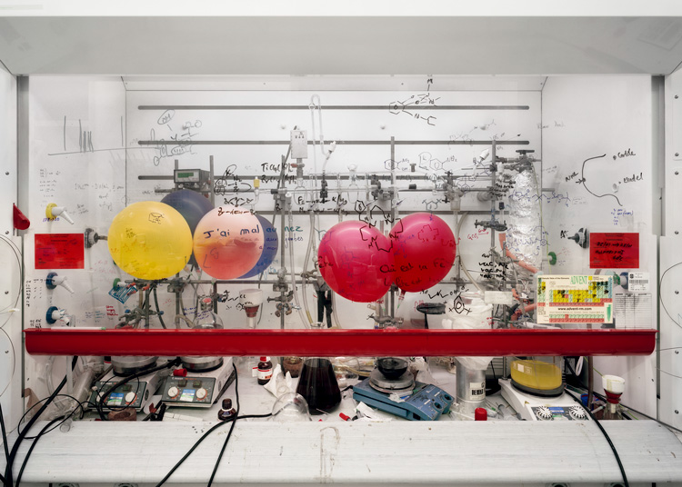 Thomas Struth. Chemistry Fume Cabinet, The University of Edinburgh 2010. Chromogenic print, 120.5 x 166 cm. Courtesy Marian Goodman Gallery. © Thomas Struth.
