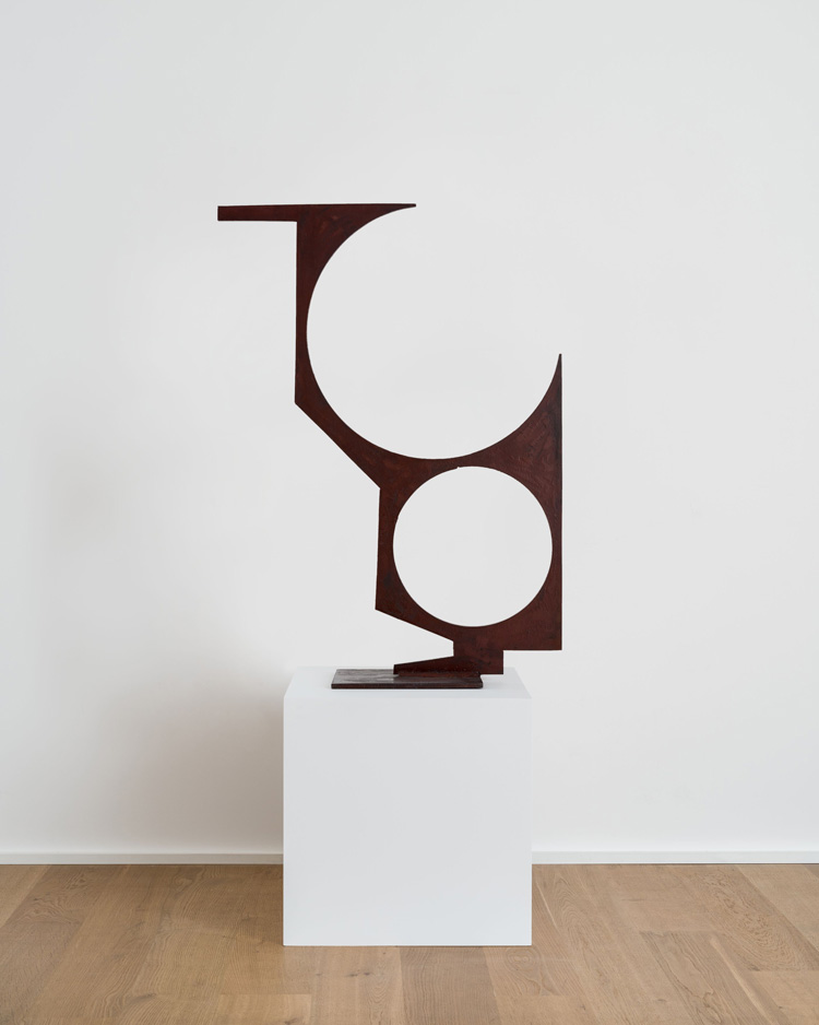 David Smith. Untitled, 1955. Steel, 99.1 x 92.1 x 19 cm (39 x 36 1/4 x 7 1/2 in). Photo: Damian Griffiths. © 2019 The Estate of David Smith / Licensed by VAGA at Artists Rights Society (ARS), NY. Courtesy of the artist and Hauser & Wirth.