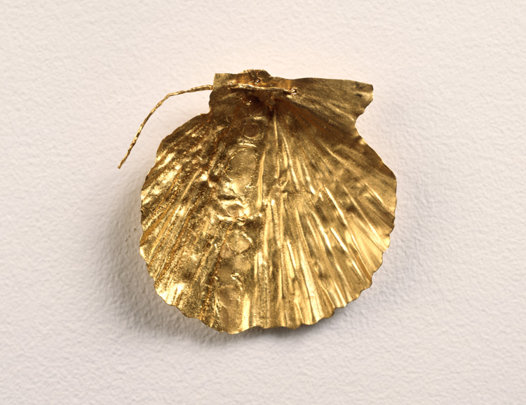 Kiki Smith, Shell, 1995. 24 carat gold. © Kiki Smith. Courtesy Pace Gallery. Photo: Tom Barratt, courtesy Pace Gallery.