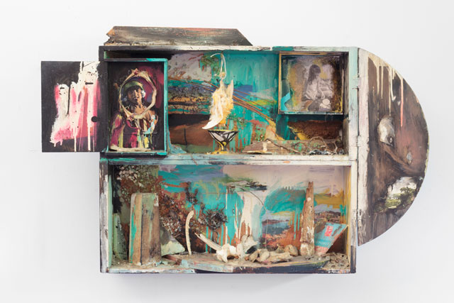 Carolee Schneemann. Native Beauties, 1962-64. Wooden box, photographs, Limoges cup, bones, dead bird, oil paint, glass shards, twig, paper, and wood, 26 x 41 x 5 ½ in (66 x 104.1 x 20 cm). © 2017 Carolee Schneemann. Courtesy the artist, P.P.O.W, and Galerie Lelong, New York.