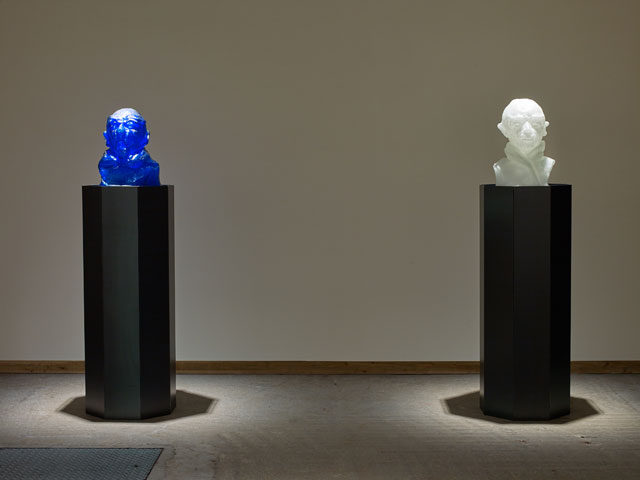 Thomas Schütte. Berengo Heads Nr. 11, 2011. Murano glass, steel, 42 x 37 x 36 cm, 48 x 36 x 32 cm (heads), 130 x 50 x 50 cm (each plinth). Courtesy the artist and Frith Street Gallery, London. Photograph: Steve White.