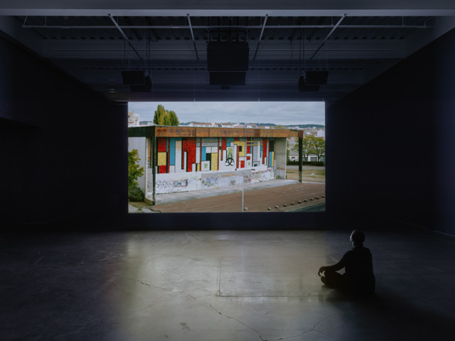Le Clash, 2010. Installation view: Anri Sala: Answer Me, New Museum. Courtesy Galerie Chantal Crousel, Paris; Marian Goodman Gallery; Hauser & Wirth; Johnen Galerie, Berlin; and kurimanzutto, Mexico City. Photo: Maris Hutchinson/EPW Studio.