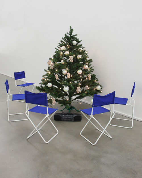 Philippe Parreno. Jean-Luc Godard, 1993. Artificial tree, Christmas decorations, folding chairs and tape recorder. Dimensions variable.