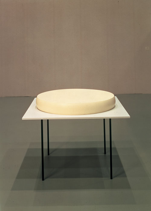 Katharina Fritsch. Table with Cheese, 1981. Latex, steel, medium density, 75 x 120 x 120 cm. Courtesy Collezione Sandretto Re Rebaudengo.