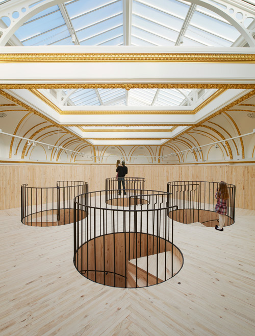 Installation (Blue Pavilion) by Pezo von Ellrichshausen (view 2). Photograph © Royal Academy of Arts, London, 2014. Photograph: James Harris.